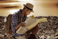 Hombre turístico asiático joven con la mochila Foto de archivo