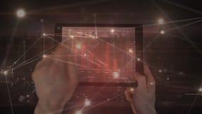 Hombre usando una tableta con las conexiones ligeras animadas en el primero plano ilustración del vector