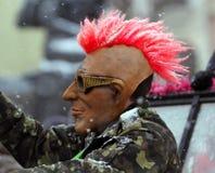 Hombre vestido en máscara punky en festival de la gente de Malanca Fotografía de archivo libre de regalías