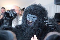 Hombre vestido en un mono Imagen de archivo