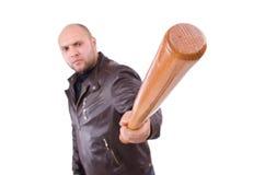 Hombre violento con el bate de béisbol Fotos de archivo