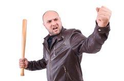 Hombre violento con el bate de béisbol Foto de archivo libre de regalías