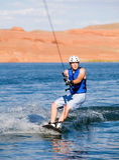 Hombre wakeboarding en el lago Powell 07 Foto de archivo libre de regalías