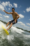 Hombre wakesurfing Imagen de archivo libre de regalías
