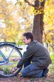 Hombre y bicicleta Fotografía de archivo