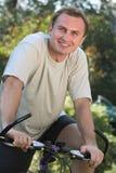 Hombre y bicicleta Imagenes de archivo