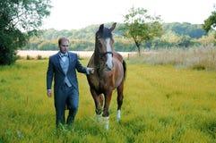 Hombre y caballo Foto de archivo libre de regalías