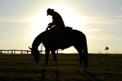 Hombre y caballo cansados Imagen de archivo libre de regalías