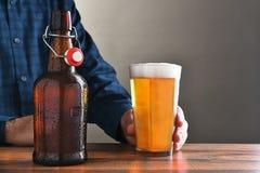 Hombre y cerveza Fotografía de archivo libre de regalías