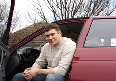 Hombre y coche Fotos de archivo libres de regalías