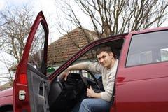 Hombre y coche Imágenes de archivo libres de regalías