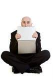 Hombre y computadora portátil tensionados Imagenes de archivo