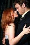 Hombre y mujer alrededor a besarse Foto de archivo libre de regalías