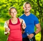 Hombre y mujer atléticos después del ejercicio de la aptitud Imagen de archivo
