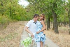 Hombre y mujer cariñosos Imagenes de archivo