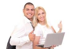 hombre y mujer con un ordenador portátil Foto de archivo