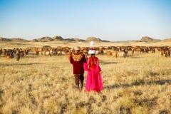 Hombre y mujer del Kazakh en trajes nacionales Imagen de archivo libre de regalías