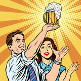 Hombre y mujer del pub de la barra del festival de la cerveza de Triumph Foto de archivo