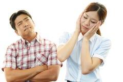 Hombre y mujer deprimidos Fotos de archivo libres de regalías