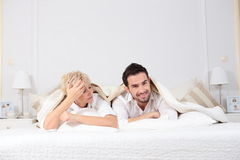 Hombre y mujer en cama Foto de archivo
