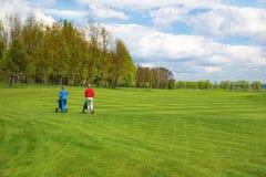 Hombre y mujer en el golf Imagen de archivo libre de regalías