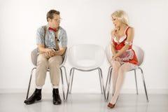 Hombre y mujer que miran en uno a. Imagenes de archivo