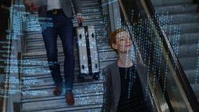 Hombre y mujer que van abajo de las escaleras almacen de video