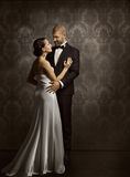 Hombre y mujer retros en amor, retrato de los pares de la belleza de la moda Imagen de archivo
