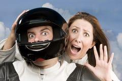 Hombre y mujer temerosa en una motocicleta Imágenes de archivo libres de regalías