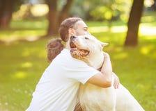 Hombre y perro Fotografía de archivo libre de regalías