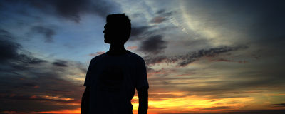 Hombre y puesta del sol Fotografía de archivo