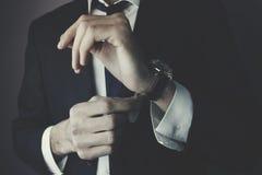 Hombre y reloj de negocios Imágenes de archivo libres de regalías