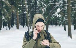 Hombre y teléfono Fotos de archivo