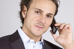 Hombre y teléfono celular imagen de archivo
