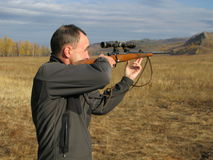 Hombres con el arma Fotografía de archivo libre de regalías