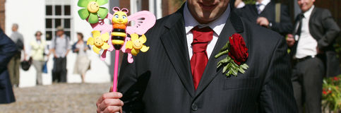 Hombres con el juguete Imagen de archivo libre de regalías