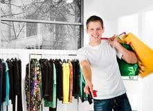 Hombres con hacer compras de los conjuntos Foto de archivo libre de regalías