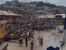 Hombres de Fisher en la costa del cabo - Ghana Foto de archivo libre de regalías