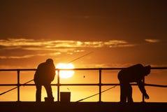 Hombres de la pesca en la playa foto de archivo libre de regalías