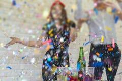 Hombres de negocios de acertado con champán de consumición, a que habla Fotos de archivo libres de regalías
