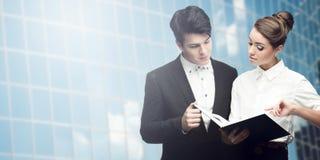 Hombres de negocios acertados jovenes Fotografía de archivo libre de regalías