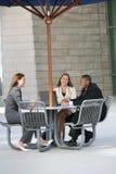 Hombres de negocios al aire libre imagen de archivo