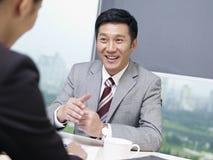 Hombres de negocios asiáticos fotografía de archivo