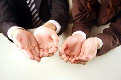 Hombres de negocios con las manos junto fotografía de archivo