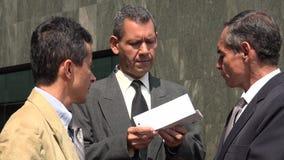 Hombres de negocios con los documentos importantes Imágenes de archivo libres de regalías