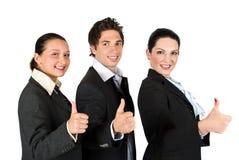 Hombres de negocios con los pulgares para arriba en una línea Foto de archivo libre de regalías