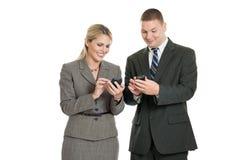 Hombres de negocios con los smartphones Imagen de archivo