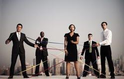 Hombres de negocios conectados por las secuencias Foto de archivo libre de regalías