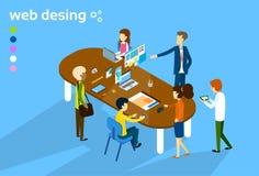Hombres de negocios de grupo de la reunión del trabajo en equipo del diseñador web de proceso creativo 3d de Digitaces isométrico Imagenes de archivo