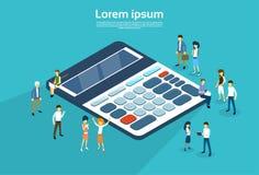 Hombres de negocios de la calculadora 3d del grupo isométrica libre illustration
